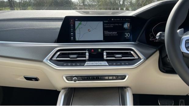 2021 BMW XDrive40d M Sport (Black) - Image: 8