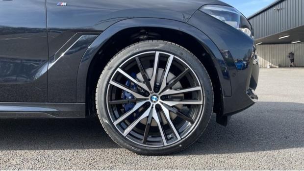 2021 BMW XDrive40d M Sport (Black) - Image: 14