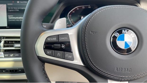 2021 BMW XDrive40d M Sport (Black) - Image: 17