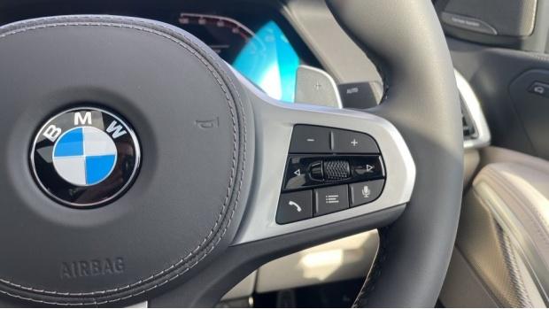 2021 BMW XDrive40d M Sport (Black) - Image: 18