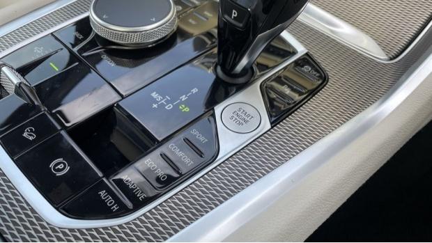 2021 BMW XDrive40d M Sport (Black) - Image: 19