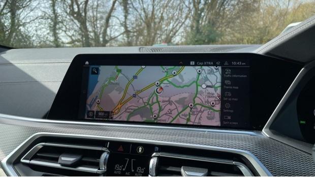 2021 BMW XDrive40d M Sport (Black) - Image: 23