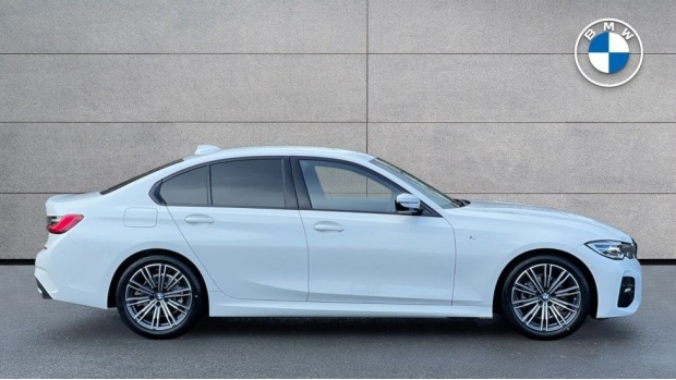 2021 BMW 320d M Sport Saloon (White) - Image: 3