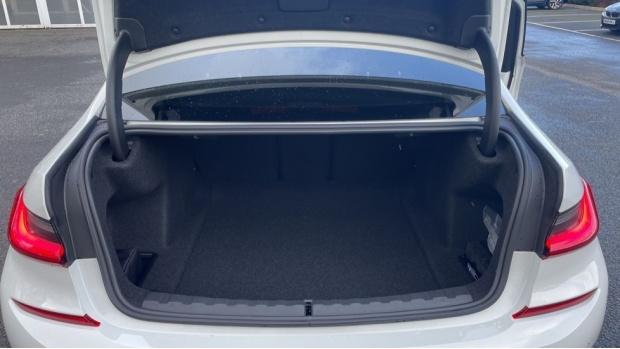2021 BMW 320d M Sport Saloon (White) - Image: 13