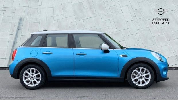 2015 MINI 5-door Cooper D (Blue) - Image: 3