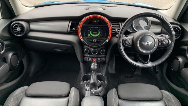 2015 MINI 5-door Cooper D (Blue) - Image: 4