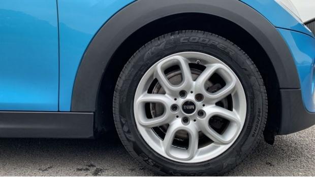 2015 MINI 5-door Cooper D (Blue) - Image: 14