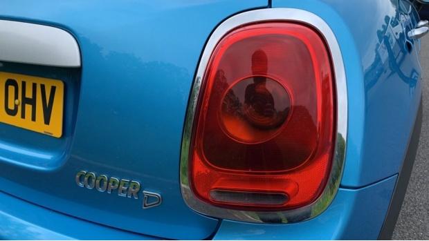 2015 MINI 5-door Cooper D (Blue) - Image: 21