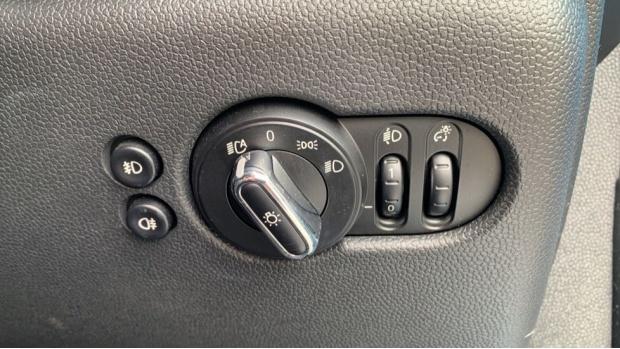 2015 MINI 5-door Cooper D (Blue) - Image: 27