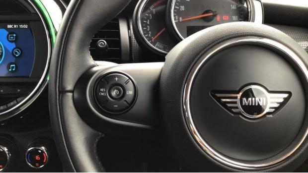 2018 MINI Cooper 3-door Hatch (Red) - Image: 17