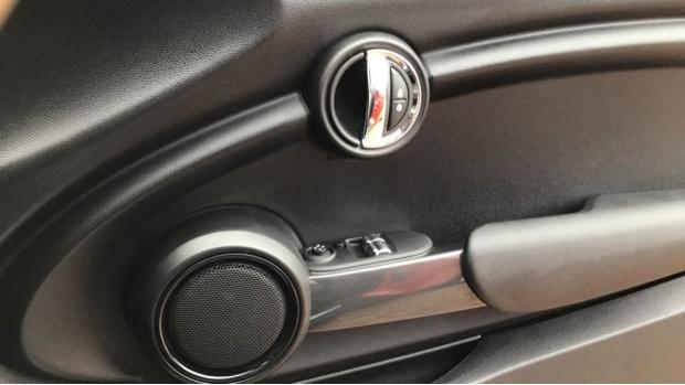 2018 MINI Cooper 3-door Hatch (Red) - Image: 20