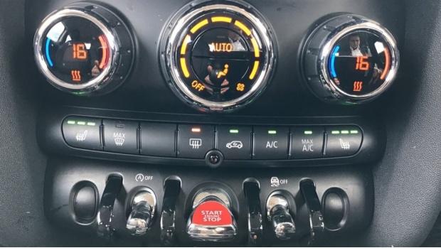2018 MINI Cooper 3-door Hatch (Red) - Image: 23