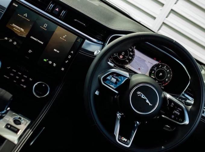 2021 Jaguar P400e 17.1kWh R-Dynamic SE Auto 5-door (Grey) - Image: 10