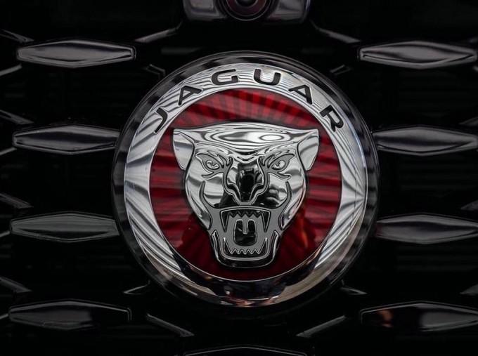 2021 Jaguar P400e 17.1kWh R-Dynamic SE Auto 5-door (Grey) - Image: 17