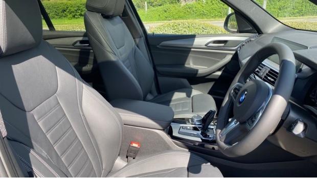 2021 BMW XDrive20d M Sport (Grey) - Image: 11