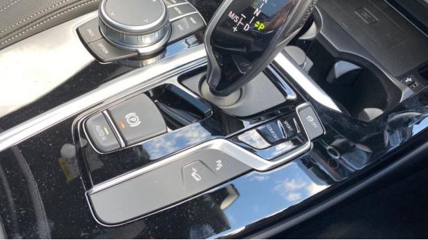 2021 BMW XDrive20d M Sport (Silver) - Image: 19