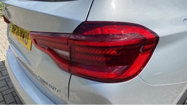 2021 BMW XDrive20d M Sport (Silver) - Image: 21