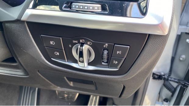 2021 BMW XDrive20d M Sport (Silver) - Image: 27