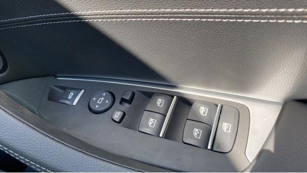 2021 BMW XDrive20d M Sport (Silver) - Image: 28