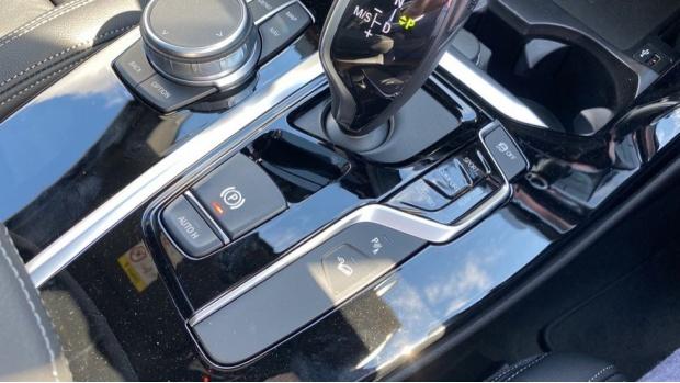 2021 BMW XDrive20d M Sport (White) - Image: 19