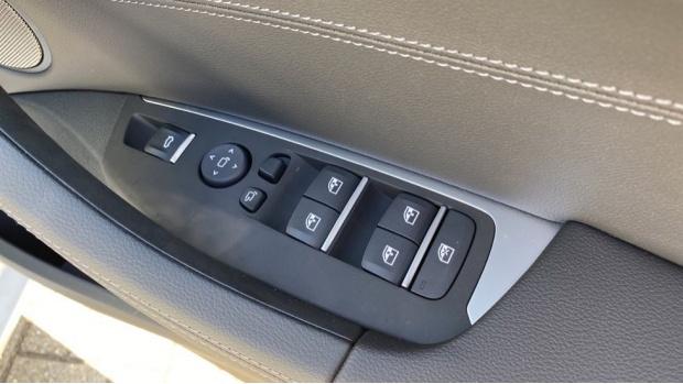 2021 BMW XDrive20d M Sport (White) - Image: 25