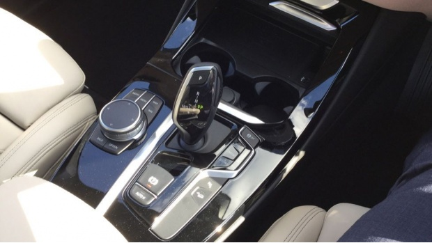 2021 BMW XDrive20i M Sport (Blue) - Image: 10