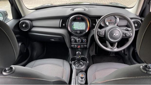 2019 MINI 5-door One Classic (Black) - Image: 4