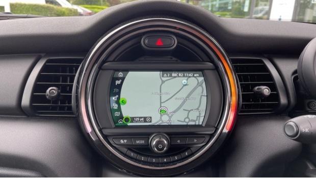 2019 MINI 5-door One Classic (Black) - Image: 8