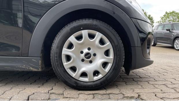 2019 MINI 5-door One Classic (Black) - Image: 14