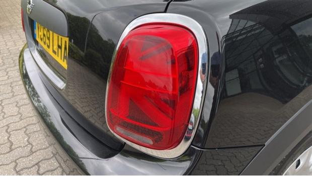 2019 MINI 5-door One Classic (Black) - Image: 21