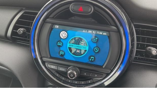 2019 MINI 5-door One Classic (Black) - Image: 35