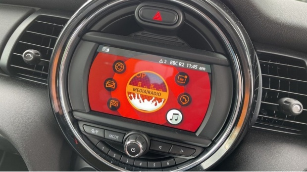 2019 MINI 5-door One Classic (Black) - Image: 36