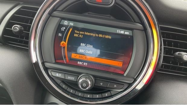 2019 MINI 5-door One Classic (Black) - Image: 40