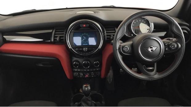 2020 MINI 5-door Cooper Sport (Red) - Image: 4