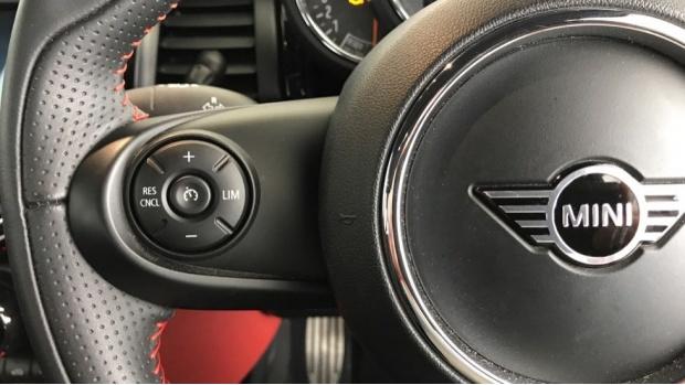 2020 MINI 5-door Cooper Sport (Red) - Image: 17