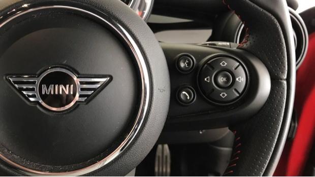 2020 MINI 5-door Cooper Sport (Red) - Image: 18