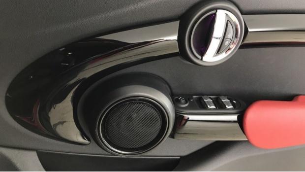 2020 MINI 5-door Cooper Sport (Red) - Image: 20