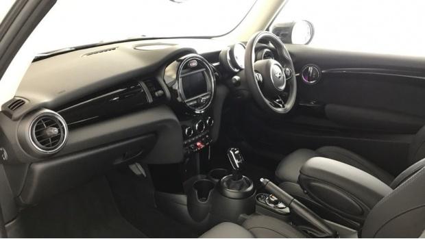 2020 MINI 3-door Cooper Exclusive (Silver) - Image: 6