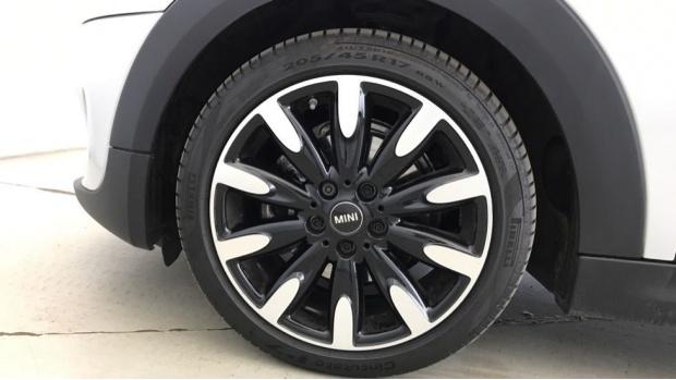 2020 MINI 3-door Cooper Exclusive (Silver) - Image: 14
