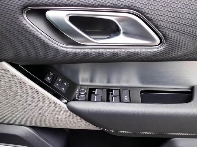 2021 Land Rover D300 MHEV R-Dynamic SE Auto 4WD 5-door (Grey) - Image: 16