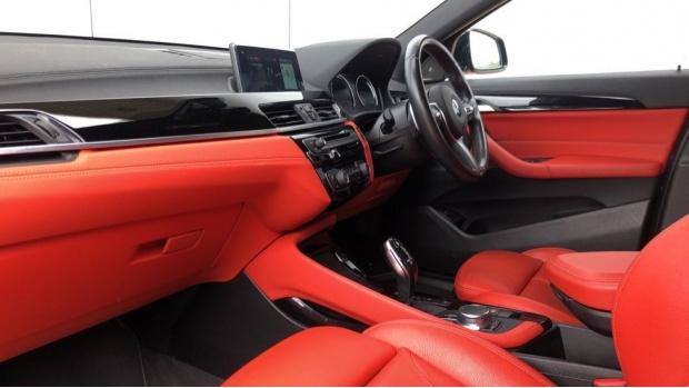 2018 BMW XDrive20d M Sport (Black) - Image: 7