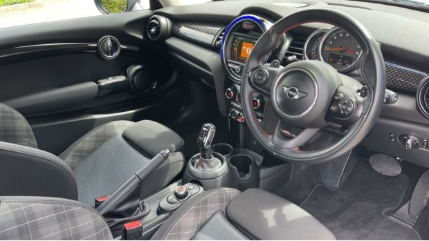 2018 MINI Cooper S 3-door Hatch (Blue) - Image: 6