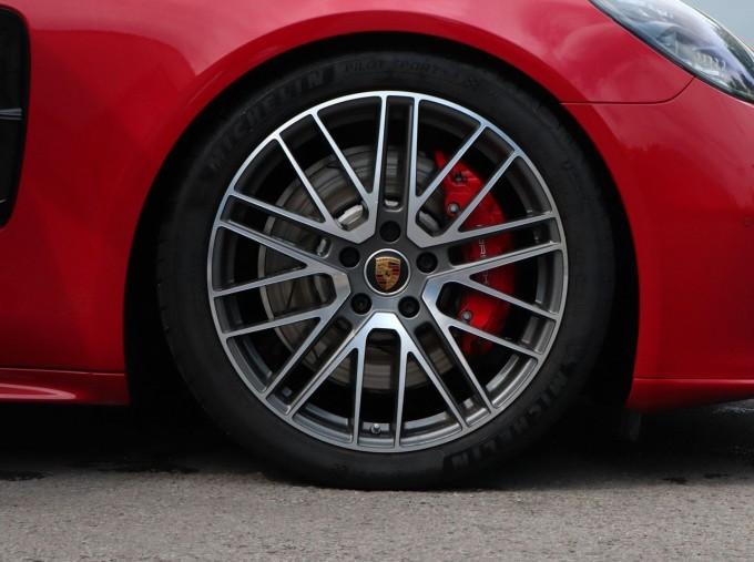 2021 Porsche V6 4S Sport Turismo PDK 4WD 5-door (Red) - Image: 4