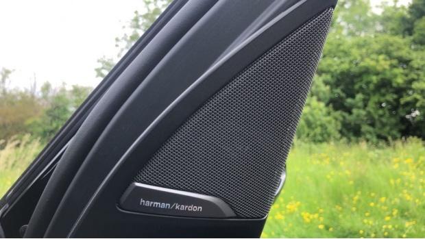 2019 BMW XDrive20d M Sport (Black) - Image: 20