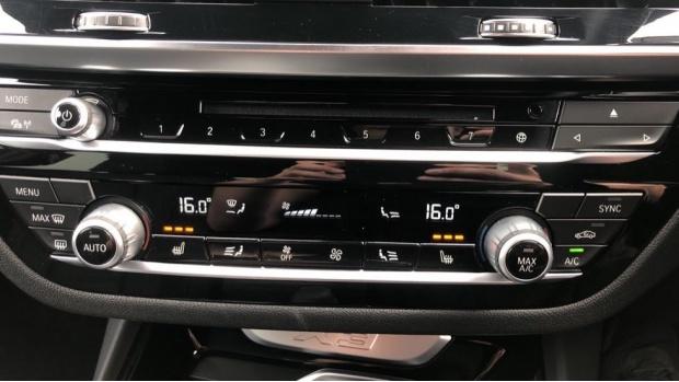 2019 BMW XDrive20d M Sport (Black) - Image: 23