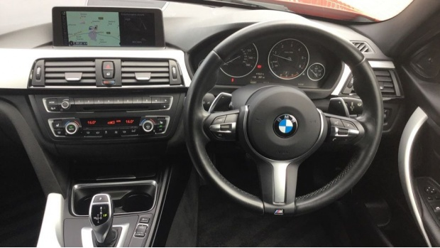 2015 BMW 320d M Sport Saloon (Red) - Image: 5