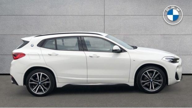 2019 BMW XDrive20d M Sport (White) - Image: 3