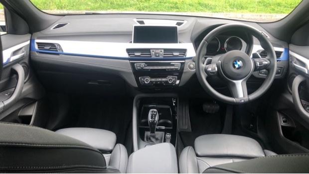 2019 BMW XDrive20d M Sport (White) - Image: 4