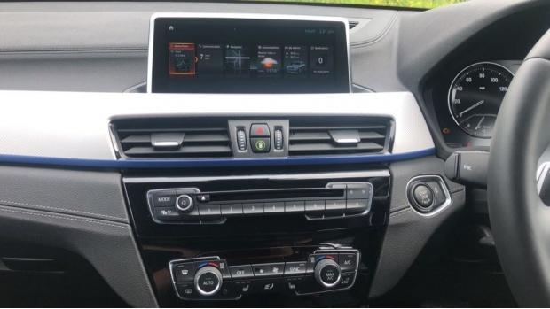 2019 BMW XDrive20d M Sport (White) - Image: 8