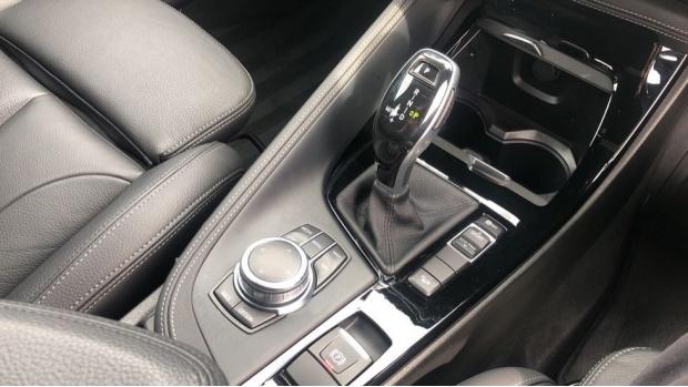 2019 BMW XDrive20d M Sport (White) - Image: 10